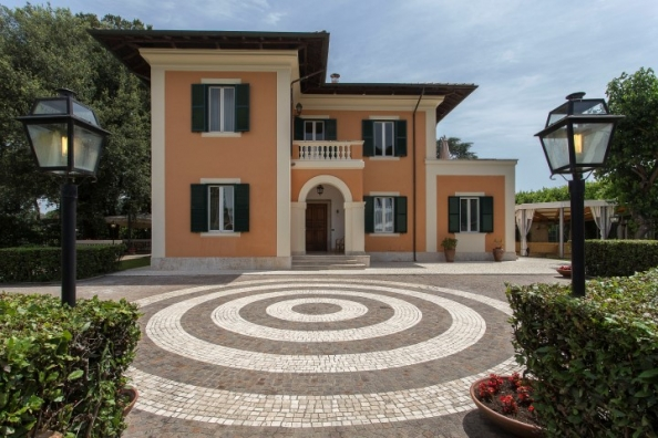 VISITA LA VILLA CON IL VIRTUAL TOUR